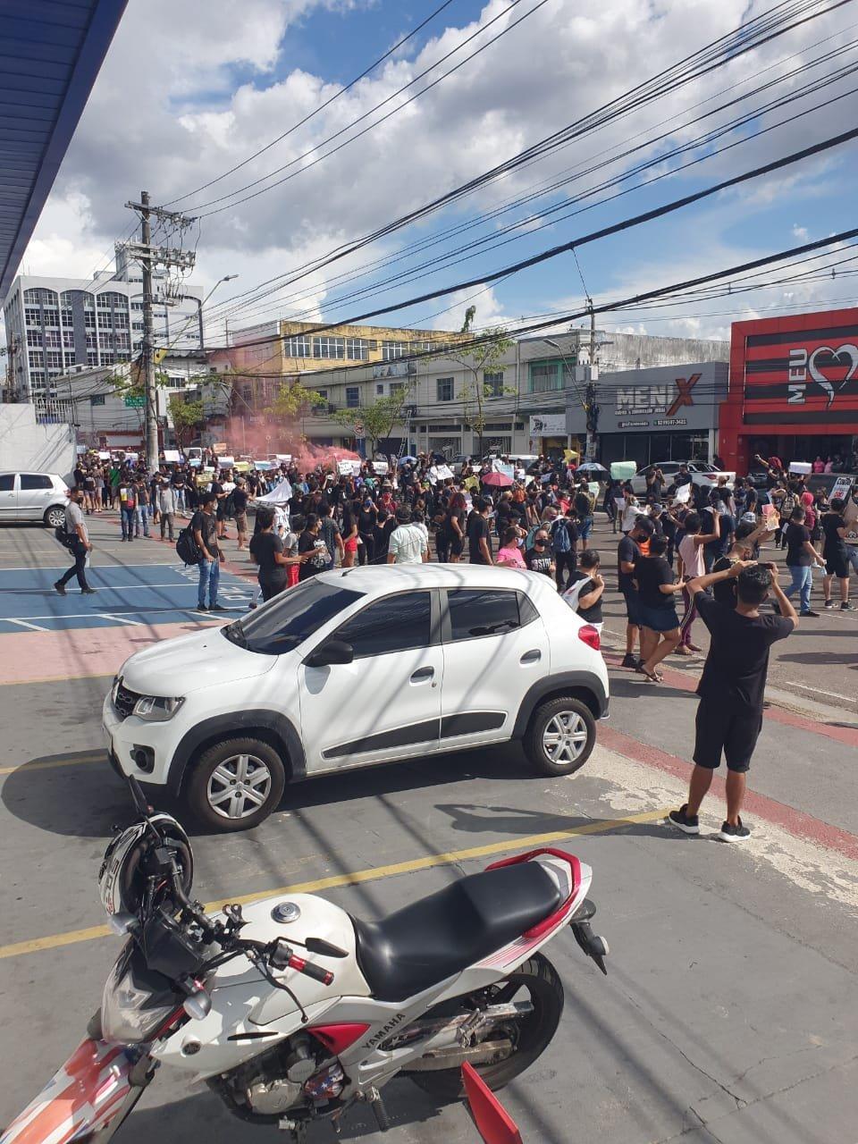 Manaus: manifestação pela democracia toma Avenida Djalma Batista 5