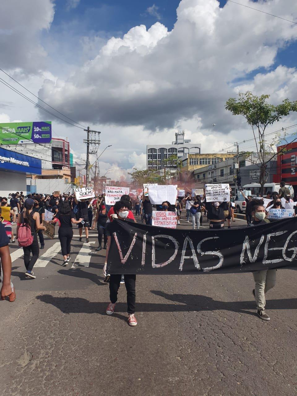 Manaus: manifestação pela democracia toma Avenida Djalma Batista 3