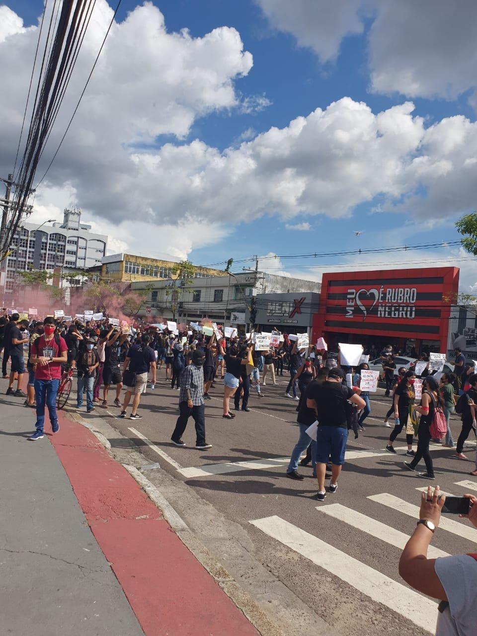 Manaus: manifestação pela democracia toma Avenida Djalma Batista 2
