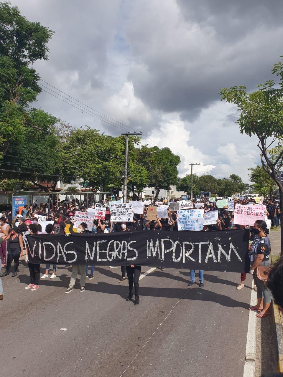 Manaus: manifestação pela democracia toma Avenida Djalma Batista 1